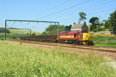 37670 failed at Granthouse on 14/7/2003 whilst in charge of 6E75 1035 Millerhill SS-Tyne NY. The errant locomotive is pictured here awaiting rescue in the shape of 66113.