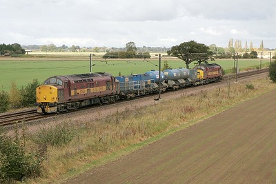 37521 leads 37408 at Ryther on 09/10/2004 whilst working 6T78 0551 Carlisle-Doncaster TMD water cannon.