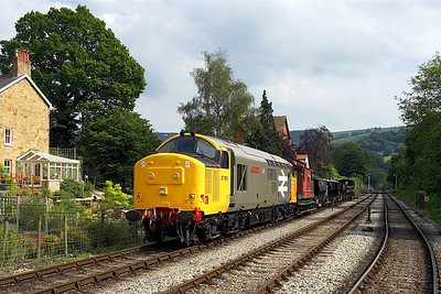 37901 stands at Llangollen Goods Jnct with a short PW train on 17/06/2006.