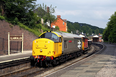 37901 stands at Llangollen with a short PW train on 17/06/2006.