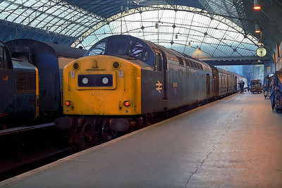 40170 upon arrival at Glasgow Queen Street with 1T04 2350 Inverness-Glasgow Queen Street on 27/07/1983.