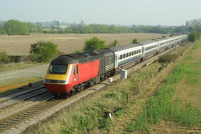 43178/43104 rush northwards at Harrowden Jnct, Wellingborough on 18/04/2003 with 1F38 1525 London St Pancras-Sheffield.