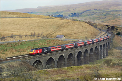 43092/43104 cross Dandry Mire Viaduct whilst working 1V52 0910 Edinburgh Waverley-Penzance on 23/03/2002.