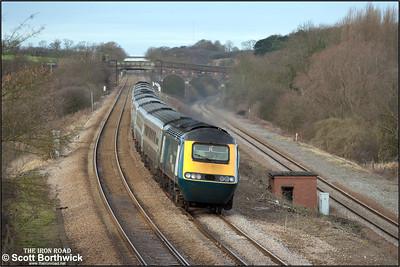 43085/43059 drop down Sharnbrook bank at Souldrop on 03/01/2005 with 1C21 0840 Leeds-London St Pancras.
