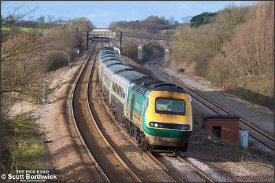 43060/43050 race down Sharnbrook bank at Souldrop on 03/01/2005 whilst working 1C29 1127 Sheffield-London St Pancras.