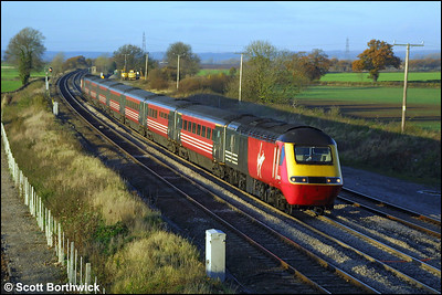 43089 passes Elford on 19/11/2001 with a southbound Cross Country service.