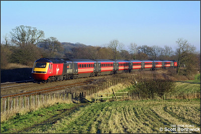 43155 'City of Aberdeen' and 43193 'Plymouth, City of Discovery' form a diverted Virgin Cross Country service up Hatton bank on 31/12/2001.