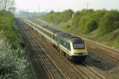 47839 enters South Moreton Cutting, south of Didcot with 1O38 0910 Edinburgh Waverley-Bournemouth on 10/04/2002.