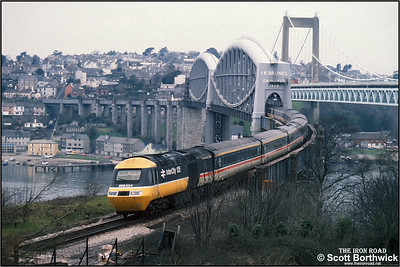 43008 crosses the River Tamar by means of Isambard Kingdom Brunels magnificent bridge and enters Devon during March 1988 with the 0828 Penzance-London Paddington service.