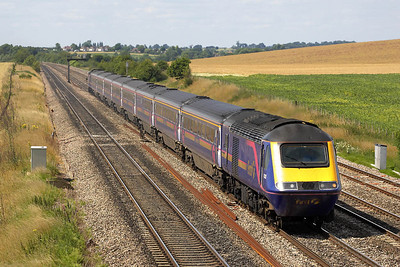 43028/43175 speed towards the Captial passing Manor Farm, Cholsey on 11/07/2005 whilst working 1L63 1330 Cheltenham Spa-London Paddington.