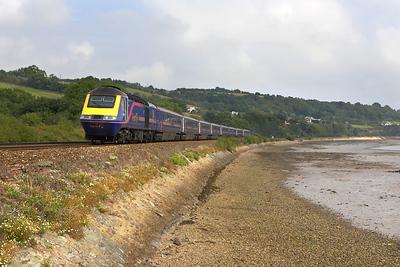 43169/43034 pass Flow Point, Bishopsteignton on 09/09/2005 whilst working 1C84 1205 London Paddington-Penzance 'The Royal Duchy'.