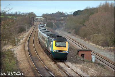 43085/43059 drop down Sharnbrook bank at Souldrop on 03/01/2005 with 1C21 0840 Leeds-London St Pancras.