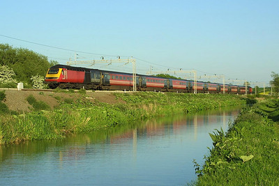 43065/43080 form 1H27 1825 London Euston-Manchester Piccadilly on 18/05/2004 seen alongside the Oxford Canal at Ansty.