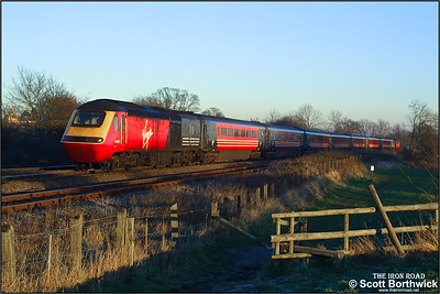 43158 'Dartmoor, The Pony Express' and 43071 form a diverted service climbing Hatton bank on 31/12/2001.