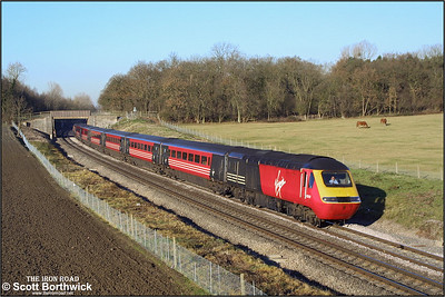43097/43198 provide the power for 1V47 0710 Edinburgh Waverley-Plymouth passing Besford on 12/12/2001.