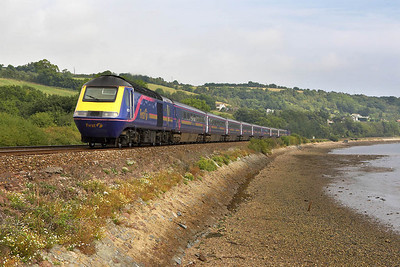 43174/43026 skirt the Teign Estuary at Flow Point, Bishopsteignton on 09/09/2005 whilst working 1C24 1030 London Paddington-Paignton (via Bristol).