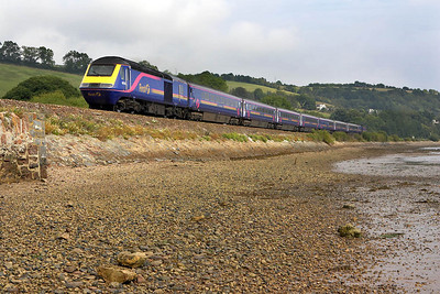 43176/43012 pass Flow Point, Bishopsteignton on 09/09/2005 with 1C83 1105 London Paddington-Plymouth.