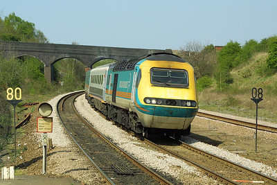 43082/43044 enter Wellingborough with 1B35 1330 Nottingham-London St Pancras on 18/04/2003.