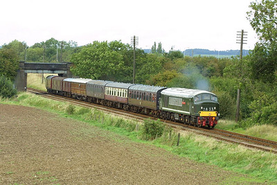 D123 passes Woodthorpe on 18/09/2004 whilst working 2A33 1500 Loughborough-Leicester North.