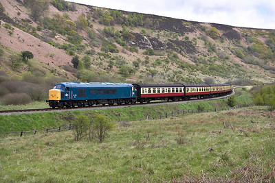 45133 eases through the Newtondale reverse curves whilst working the 1415 Pickering-Grosmont service on 14/05/2005.