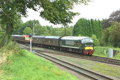 D123 approaches Quorn & Woodhouse on 18/09/2004 with 2A13 1130 Loughborough-Leicester North.