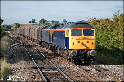 47805 'Talisman'+47839 'Pegasus' disturb the peace at Kings Sutton whilst working 6Z48 1305 ThO Burton upon Trent-Dollands Moor on 24/09/2009.