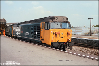 50032 'Courageous' stands at Weston Super Mare after arriving with 1C43 1230 London Paddington-Weston Super Mare on 09/08/1986.