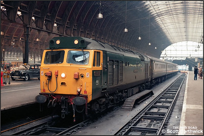 Celebrity GWR150 Green, 50007 stands at the blocks at London Paddington after arriving with 1A53 0932 Penzance-London Paddington on 25/03/1985.