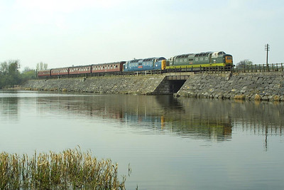 D9009+55019 cross the causeway at Butterley Reservoir on 05/04/2003 with the 1500 Hammersmith-Riddings service.