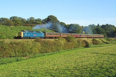 55019 powers up Eardington bank whilst working the 1500 Kidderminster-Bridgnorth service on 04/10/2002.