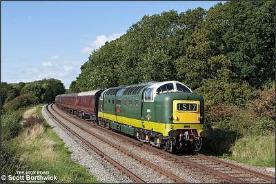 D9009 'Alycidon' passes Kinchley Lane on16/09/2010.