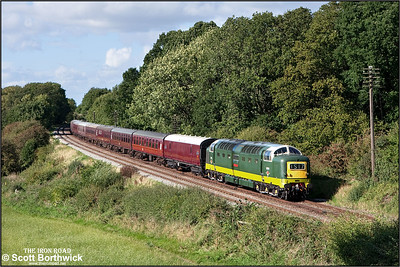 D9009 'Alycidon' passes Kinchley Lane on16/09/2010.