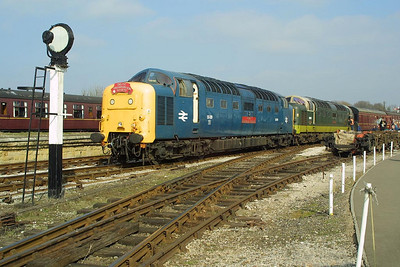 55019+D9009 are pictured during the station stop at Swanwick Junction with the 1537 Riddings-Hammesmith service on 05/04/2003.