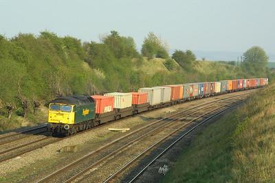 57010 works 4S59 1512 Southampton MCT-Coatbridge FLT through South Moreton Cutting on 10/04/2002.