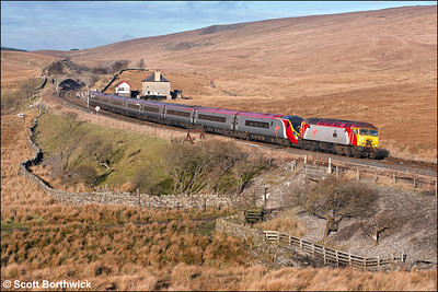57303 'Alan Tracy' drags 390022 across Blea Moor on 21/01/2006 whilst working 1M16 1140 Glasgow Central-London Euston.