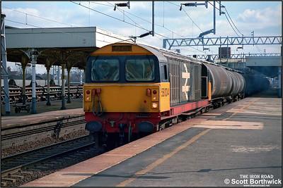 58004 passes Nuneaton Trent Valley whilst working a Northampton-Bromford Bridge petroleum etys on 03/04/1984.