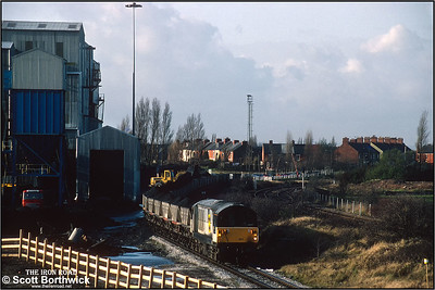 6G42 Kiveton Colliery-West Burton Power Station with 58047 'Manton Colliery' providing the power is drawn forward whilst being loaded at Kiveton Colliery on 19/11/1992. After partial loading, the groundcrew oversee 58047 'Manton Colliery' running round its train at Kiveton Colliery on 19/11/1992. The last shift worked in September 1994. A skeleton workforce along with contractors remained to close and demolish the colliery after almost 130 years of production. In 1995 the headgear was pulled down.