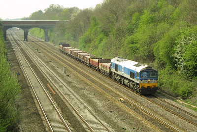 59001 passes Ruscombe on 16/04/2003 with 7A17 1055 Merehead Quarry-Acton Foster Yeoman. On this occasion there was no aggregate traffic, just concrete blocks carried in OBA's.