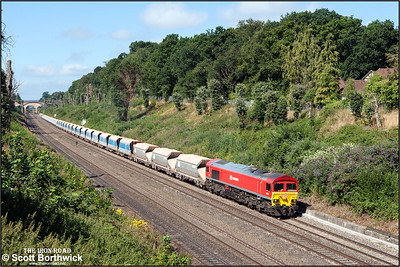 59204 ambles through Sonning cutting whilst providing the horses for 7A09 0712 Merehead Quarry-Acton TC on 12/08/2016.