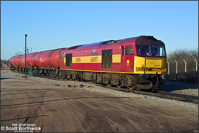 60097 'ABP Port of Grimsby & Immingham' is pictured at Bedworth Murco Sdgs combining the two half rakes of TEA's that would form 6E70 1658 Bedworth Murco Sdgs-Port Clarence on 14/03/2003.
