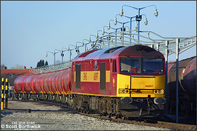 60097 'ABP Port of Grimsby & Immingham' is pictured at Bedworth Murco Sdgs prior to combining the two half rakes of TEA's that would form 6E70 1658 Bedworth Murco Sdgs-Port Clarence on 14/03/2003.
