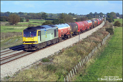 60014 is again pictured on the 18/10/2002 in charge of 6B33 1335 Theale Murco-Robeston, this time at Stainswick Lane, Shrivenham.