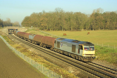 60065 hauls a mixed rake of steel hoods forming 6V05 0955 Round Oak-Margam at Besford on 05/12/2001.