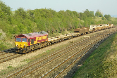 66224 trundles through South Moreton Cutting on 10/04/2002 with 7V27 1451 Eastleigh East NY-Didcot Yard departmental service.