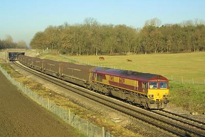 66139 heads 4V27 1033 Longbridge East-Swindon Rover Group at Besford on 12/12/2001.