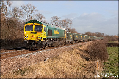 66622 powers past Washstones LC, Frisby on the Wreake with 6Z58 1006 WX Q Hitchin-Peak Forest aggregate etys on 16/12/2005.