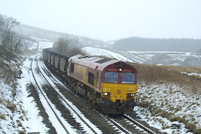 The snow was falling steadily as 66057 approached Grisedale Crossing with its train of coal for the Aire Valley power stations, 6E32 0927 Ayr Falkland Yard-Milford Sdgs on 23/02/2002.