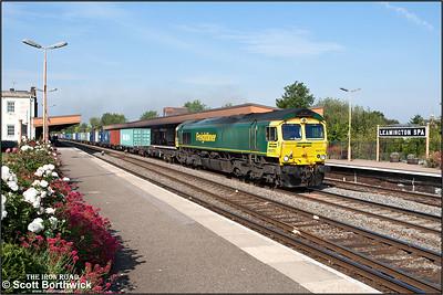 66570 passes through Leamington Spa with 4054 0613 Leeds FLT-Southampton MCT on 02/09/2011.