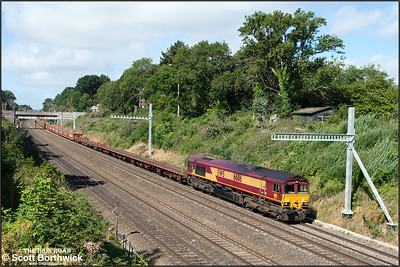 66116 passes through Sonning cutting whilst working 6L35 0900 Didcot TC-Dagenham Dock Reception on 12/08/2016.