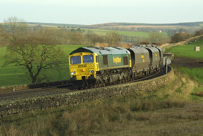 66552 is illuminated by the weak morning sun as it passes Upper Denton on the Tyne Valley line with 4Z42 0440 Cottam PS-Ravenstruther coal empties on 28/11/2003.